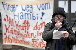 """Bei einer Protestaktion des Stelzen-Masken-Theaters """"Waldwesen"""" aus dem Wendland haben sich viele Bürger/-innen in Lüchow mit den Aktivist/-innen im von der Rodung bedrohten Hambacher Wald in NRW solidarisch erklärt. Im Bild: Leila, Aktivistin aus dem Wendland<br /> <br /> Ort: Lüchow<br /> Copyright: Andreas Conradt<br /> Quelle: PubliXviewinG"""