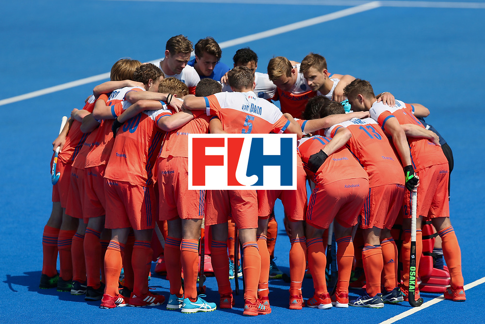 LONDON, ENGLAND - JUNE 19: The Netherlands players huddle prior to the Hero Hockey World League Semi-Final match between Netherlands and Canada at Lee Valley Hockey and Tennis Centre on June 19, 2017 in London, England. (Photo by Alex Morton/Getty Images)
