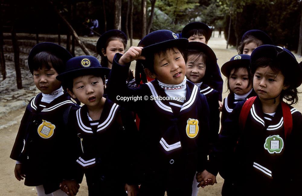 School child dressed in uniform.       ecolier en uniforme      ///    L2744  /  R00030  /  P107239