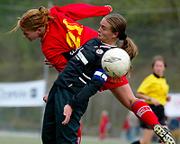 Fotball NM semifinale kvinner. Røa - Arna-Bjørnar 1-3. Ingrid Camilla Fosse Sæthre, Arna Bjørnar i duell med Siren Heggheim Nilsen, Røa.<br /> <br /> Foto: Andreas Fadum, Digitalsport