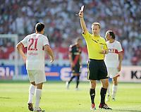 FUSSBALL   1. BUNDESLIGA  SAISON 2011/2012   3. Spieltag     20.08.2011 VfB Stuttgart - Bayer Leverkusen        Khalid Boulahrouz (VfB Stuttgart,li) bekommt die Gelb-Rote-Karte von Schiedsrichter Peter Gegelmann (Bremen,re)