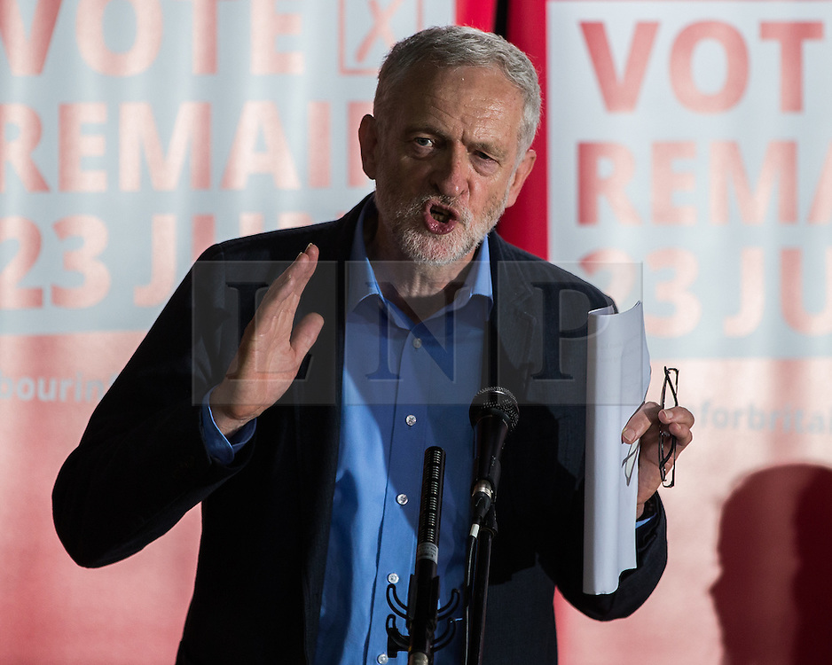 © Licensed to London News Pictures . 13/05/2016 . Liverpool , UK . Labour Party leader , JEREMY CORBYN , at a rally to encourage students to register to vote in the EU referendum , at the Casa Bar in Liverpool . Photo credit : Joel Goodman/LNP