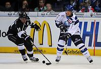 Ishockey<br /> NHL USA<br /> 04.10.2011<br /> Foto: Witters/Digitalsport<br /> NORWAY ONLY<br /> <br /> v.l. Anze Kopitar (Kings), Thomas Dolak<br /> <br /> Eishockey, Compuware NHL Challenge, Hamburg Freezers - Los Angeles Kings