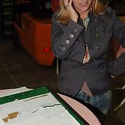 NLD/Amsterdam/20051208 - BN´ers beschilderen Martinair vliegtuigstoelen, actie Pimp my Chair voor de veiling SOS Kinderdorpen, Fiona Hering