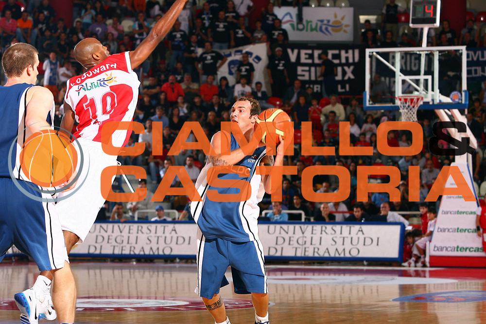 DESCRIZIONE : Teramo Lega A1 2006-07 Siviglia Wear Teramo-Eldo Napoli<br /> GIOCATORE : Spinelli<br /> SQUADRA : Eldo Basket Napoli<br /> EVENTO : Campionato Lega A1 2006-2007 <br /> GARA : Siviglia Wear Teramo Eldo Napoli<br /> DATA : 08/10/2006 <br /> CATEGORIA :<br /> SPORT : Pallacanestro <br /> AUTORE : Agenzia Ciamillo-Castoria/E.Castoria