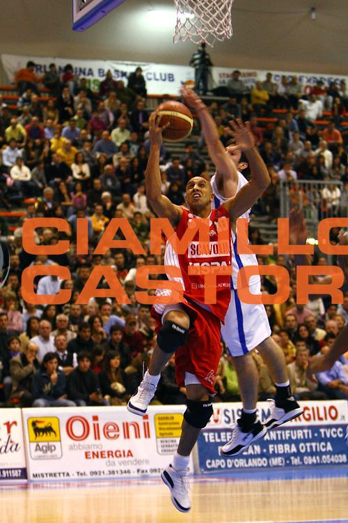 DESCRIZIONE : Capo Orlando Lega A1 2007-08 Pierrel Capo Orlando Scavolini Spar Pesaro <br /> GIOCATORE : Carlton Myers<br /> SQUADRA : Scavolini Spar Pesaro<br /> EVENTO : Campionato Lega A1 2007-2008 <br /> GARA : Pierrel Capo Orlando Scavolini Spar Pesaro <br /> DATA : 16/12/2007 <br /> CATEGORIA : Tiro Penetrazione<br /> SPORT : Pallacanestro <br /> AUTORE : Agenzia Ciamillo-Castoria/J.Pappalardo<br /> Galleria : Lega Basket A1 2007-2008<br /> Fotonotizia : Capo Orlando Campionato Italiano Lega A1 2007-2008 Pierrel Capo Orlando Scavolini Spar Pesaro<br /> Predefinita :