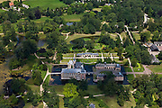 Nederland, Overijssel, Delden, 30-06-2011; Kasteel en landgoed Twickel met formele Franse tuin en slotgracht in park..Moated  castle and estate of Twickel with formal French gardens in park..luchtfoto (toeslag), aerial photo (additional fee required).copyright foto/photo Siebe Swart