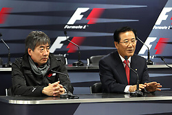 21.10.2010, Korea International Circuit, Yeongam, KOR, F1 Grandprix of Korea, im Bild .Yung Cho Chung (KOR), Korea Auto Valley Operations (KAVO) CEO. Joon-yung Park (KOR), Governor of Jeollnam Province, EXPA Pictures © 2010, PhotoCredit: EXPA/ InsideFoto/ Hasan Bratic *** ATTENTION *** FOR AUSTRIA AND SLOVENIA USE ONLY!
