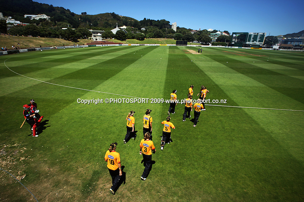 Wellington Blaze walk out to field as Canterbury's Maria Fahey and Frances McKay prepare to open the batting.<br /> State League 20/20 final. Wellington Blaze v Canterbury Magicians at Allied Prime Basin Reserve, Wellington. Saturday, 25 January 2009. Photo: Dave Lintott/PHOTOSPORT