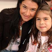 NLD/Bloemenaal/20050601 - Haringparty Showtime Noordzee FM, stripster Laura Vina, nichtje Maxima Zorrequeita en dochter