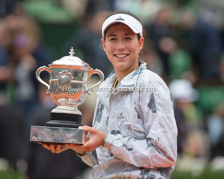 Garbine Muguruza (ESP) Siegerehrung,Praesentation,Damen Final,<br /> <br /> Tennis - French Open 2016 - Grand Slam ITF / ATP / WTA -  Roland Garros - Paris -  - France  - 4 June 2016.
