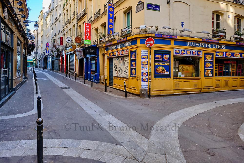 France, Paris (75), quartier Saint Michel, la rue de la Huchette durant le confinement du Covid 19 // France, Paris, quartier Saint Michel, la Huchette street during the containment of Covid 19