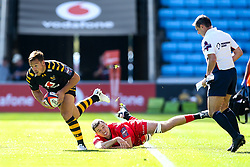Rob Miller of Wasps goes past Sean Reffell of Saracens - Mandatory by-line: Robbie Stephenson/JMP - 21/09/2019 - RUGBY - Ricoh Arena - Coventry, England - Wasps v Saracens - Premiership Rugby Cup