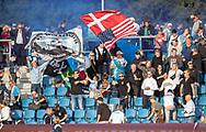 FC Helsingør fans med flag under kampen i 2. Division mellem FC Helsingør og Boldklubben Avarta den 16. august 2019, på Helsingør Ny Stadion (Foto: Claus Birch)