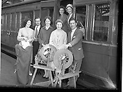 27/06/1959<br /> 06/27/1959<br /> 27 June 1959<br /> Gael Linn Cabaret at Bundoran. Picture shows some of the artists who took part and Gael Linn personnel alighting from the train on arrival at Sligo en route to Bundoran. Included are (l-r): Colette  Ealaithe; Caoimhin O'Marcai, Gael Linn; Fionnuala O'Suilleabhain, Singer; Gertie Mc Cormack, Champion Traditional Dancer, Diarmuid O'Broin, Compere. Rear:  Aine Nic Cana, R.E. Singer and Kathleen Watkins, R.E. Harpist and singer.