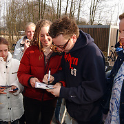 Jamai Looman, bij Sky Radio Naarden, fans, handtekeningen