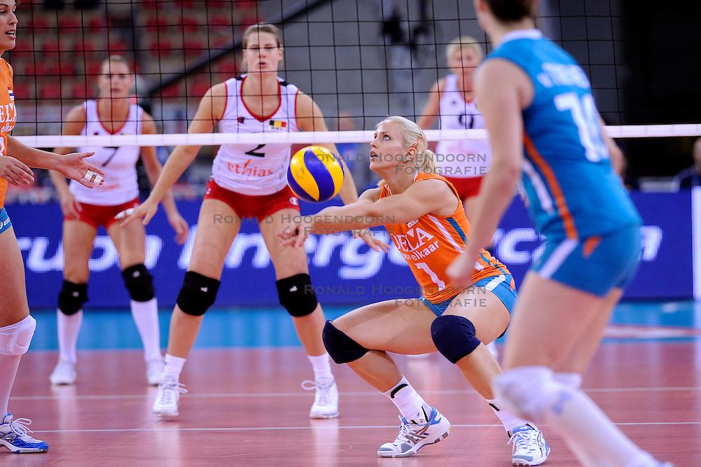 30-09-2009 VOLLEYBAL: EUROPEES KAMPIOENSCHAP NEDERLAND - BELGIE: LODZ<br /> Nederland is groepswinnaar en wint opnieuw. Belgie wordt met 3-0 verslagen /  Kim Staelens<br /> &copy;2009-WWW.FOTOHOOGENDOORN.NL