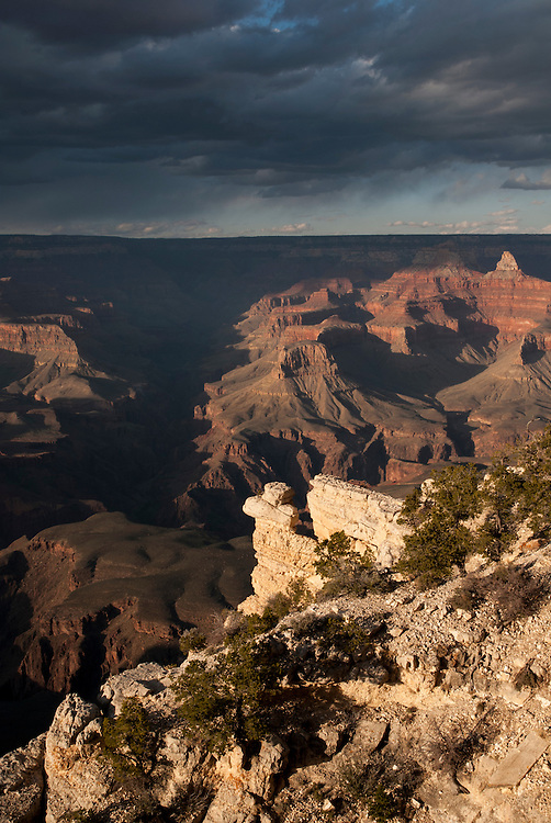 Sunset view of the Grand Canyon from the South Rim. Grand Canyon National Park, Arizona.