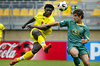 Fotball<br /> FIFA World Youth Championships 2005<br /> Nederland<br /> Foto: ProShots/Digitalsport<br /> NORWAY ONLY - ONLY FOR NORWEGIAN CLIENTS<br /> <br /> 10.06.2005 i Kerkrade<br /> Benin v Australia 1-1<br /> <br /> razak omotoyossi (15) schiet op doel. jacob timpano (5) is te laat