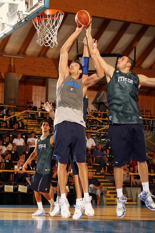 Ritiro per la preparazione ad Eurobasket 2007 Allenamento pomeridiano 30-07-2007<br /> Denis Marconato