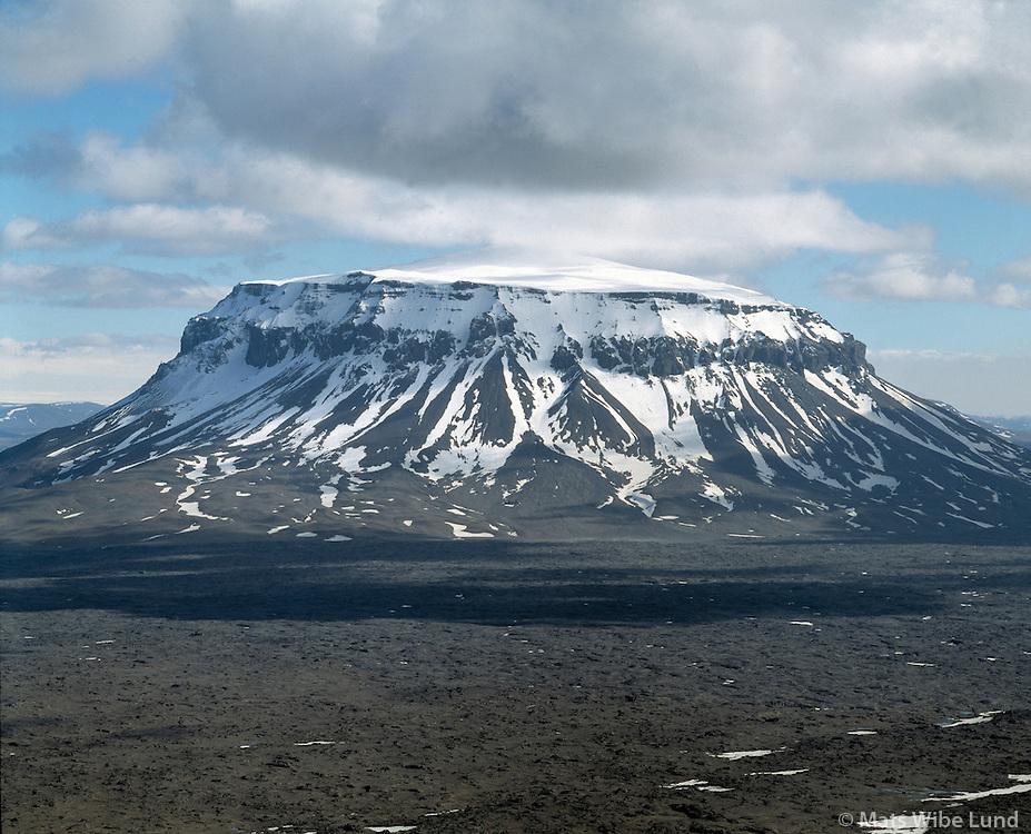 """Herðubreið séð að norðan, Hálendið / Hredubreid """"Queen of icelandic mountains"""" viewed from north, Highlands"""