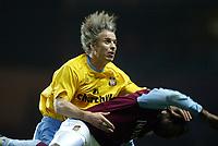 Fotball, 3. desember 2003, Carling Cup, Aston Villa- Crystal Palace 2-0, Kit Symons, Crystal Palace og Darius Vassell, Aston Villa