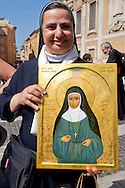 Roma 18 Maggio 2015<br /> Festa delle delegazioni di fedeli provenienti dalla Palestina, Giordania  e Libano alla Basilica di Santa Maria Maggiore, per la canonizzazione  delle prime due sante palestinesi. Suora con l'immagine di santa  Maria Alfonsina Danil Ghattas.<br /> Rome 18th May 2015<br /> Feast of the delegations of faithful from Palestine, Jordan and Lebanon to the Basilica of Santa Maria Maggiore, for the canonization of the first two holy Palestinians. Nun with the image of Sanit Maria Alfonsina Danil Ghattas.