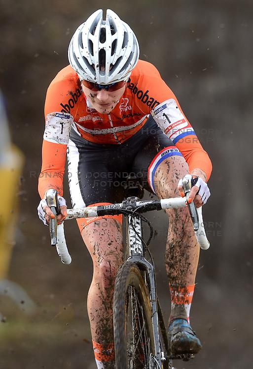 01-02-2014 WIELRENNEN: UCI CYCLO-CROSS WORLD CHAMPIONSHIPS: HOOGERHEIDE <br /> Bij het WK in Hoogerheide pakte de 26-jarige Vos voor de zesde keer op rij de wereldtitel. <br /> ©2014-FotoHoogendoorn.nl