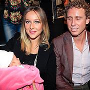 NLD/Hilversum/20130119 - 4e Liveshow Sterren Dansen op het IJs 2013, Darya Nucci en partner Michael Boogerd met hun dochter Anais