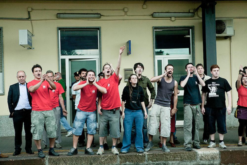 Fornace, Rho. 30 maggio 2009. Manifestazione dopo la riocccupazione dello spazio di via San Martino. Provocazioni dalla Polizia.