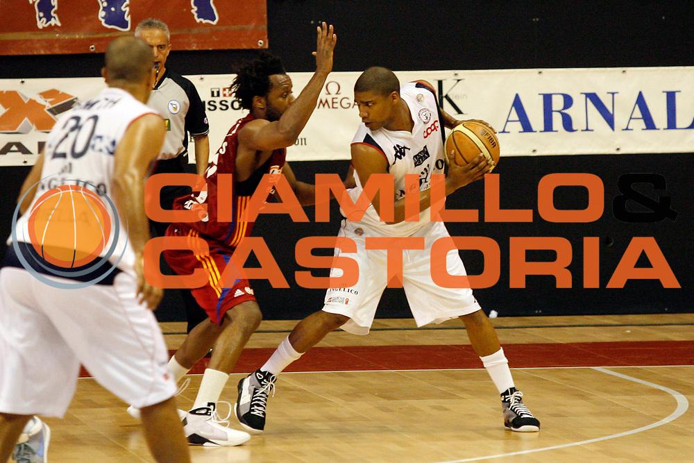 DESCRIZIONE : Biella Lega A 2008-09 Playoff Quarti di finale Gara 4 Angelico Biella Lottomatica Virtus Roma<br /> GIOCATORE : Reece Gaines<br /> SQUADRA : Angelico Biella<br /> EVENTO : Campionato Lega A 2008-2009 <br /> GARA : Angelico Biella Lottomatica Virtus Roma<br /> DATA : 24/05/2009<br /> CATEGORIA : Palleggio<br /> SPORT : Pallacanestro <br /> AUTORE : Agenzia Ciamillo-Castoria/E.Pozzo