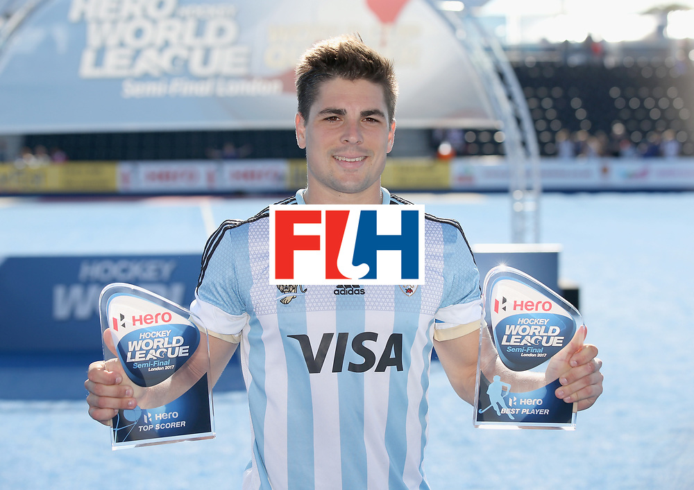 LONDON, ENGLAND - JUNE 25: Gonzalo Peillat of Argentina poses with his Best Player and Top Goalscorer awards after the final match between Argentina and the Netherlands on day nine of the Hero Hockey World League Semi-Final at Lee Valley Hockey and Tennis Centre on June 25, 2017 in London, England. (Photo by Steve Bardens/Getty Images)