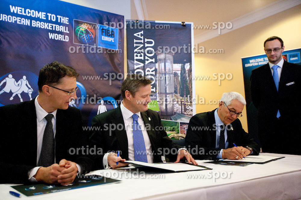 Dr. Igor Luksic, Slovenia's Minister of Education and Sport, Olafur Rafnsson, president of FIBA Europe and Nar Zanolin, secretary general of FIBA Europe signing a contract at Eurobasket 2013 Candidate presentation of Slovenia at FIBA EUROPE Board on December 05, 2010 in Munich, Germany. The Board decided that Eurobasket 2013 will be in Slovenia. (Photo By Vid Ponikvar / Sportida.com)