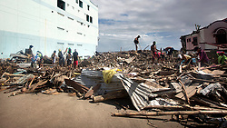 26/11/2013.  Local residents start the challenging task of cleaning up the debris more than 2 weeks after a super typhoon hit the city of Tacloban in the Philippines.    Photo credit: Alison Baskerville/LNP