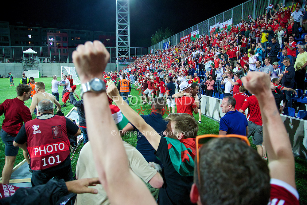 ANDORRA LA VELLA, ANDORRA - Tuesday, September 9, 2014: Wales supporters spill onto the pitch as they celebrate Gareth Bale's winning second goal against Andorra during the opening UEFA Euro 2016 qualifying match at the Camp d'Esports del M.I. Consell General. (Pic by David Rawcliffe/Propaganda)