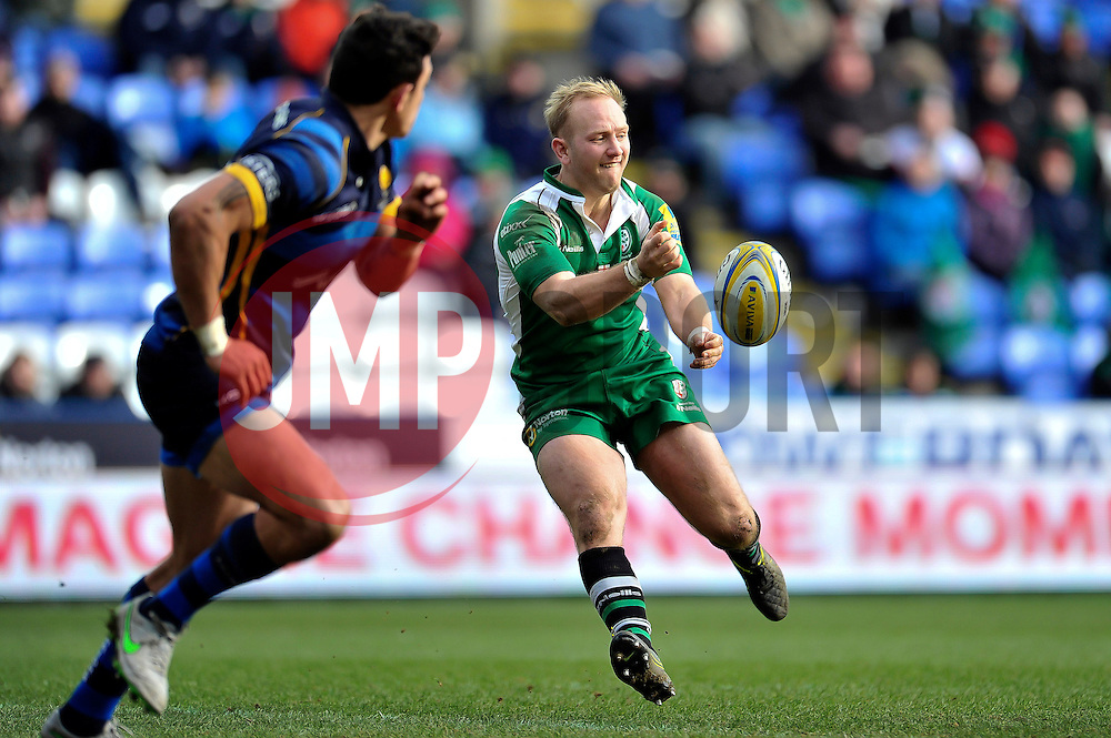 Shane Geraghty of London Irish passes the ball - Mandatory byline: Patrick Khachfe/JMP - 07966 386802 - 07/02/2016 - RUGBY UNION - Madejski Stadium - Reading, England - London Irish v Worcester Warriors - Aviva Premiership.