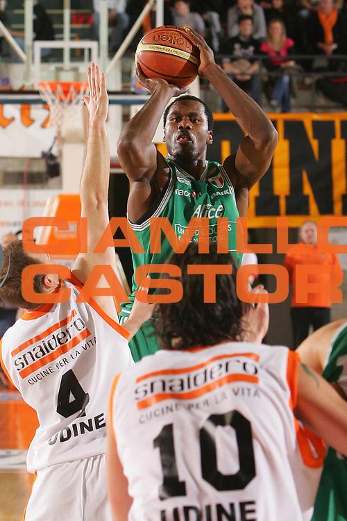 DESCRIZIONE : Udine Lega A1 2006-07 Snaidero Udine Benetton Treviso <br /> GIOCATORE : Goree <br /> SQUADRA : Benetton Treviso <br /> EVENTO : Campionato Lega A1 2006-2007 <br /> GARA : Snaidero Udine Benetton Treviso <br /> DATA : 28/03/2007 <br /> CATEGORIA : Tiro <br /> SPORT : Pallacanestro <br /> AUTORE : Agenzia Ciamillo-Castoria/S.Silvestri <br /> Galleria : Lega Basket A1 2006-2007 <br /> Fotonotizia : Udine Campionato Italiano Lega A1 2006-2007 Snaidero Udine Benetton Treviso <br /> Predefinita :