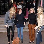 NLD/Amsterdam/20070324 - Modeshow Danie Bles 2007,  Estelle Gullit - Cruyff, Leontien Borsato - Ruiters en Danielle Overgaag en vriendin