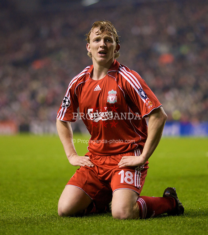 LIVERPOOL, ENGLAND - Tuesday, February 19, 2008: Liverpool's Dirk Kuyt in action against FC Internazionale Milano during the UEFA Champions League First Knockout Round 1st Leg match at Anfield. (Photo by David Rawcliffe/Propaganda)