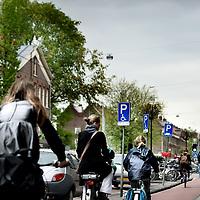 Nederland, Amsterdam , 16 mei 2013.<br /> Een &quot;overkill&quot; aan parkeerborden voor invaliden en laden en lossen in de Marnixstraat<br /> Foto:Jean-Pierre Jans