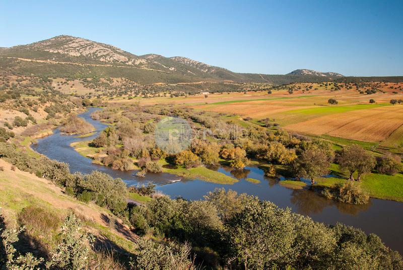 Valle del rio Guadiana.Puebla de don Rodrigo.Ciudad Real ©Antonio Real Hurtado / PILAR REVILLA