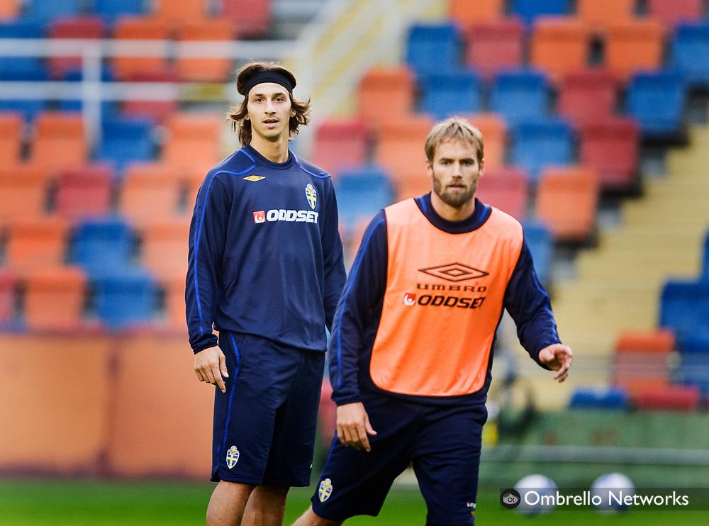 STOCKHOLM 080908<br /> TR&Auml;NING FOTBOLLSLANDSLAGET VM-KVAL<br /> I bild: Zlatan Ibrahimovic och Olof Mellberg