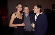 Yasmin Le Bon, Norman Rosenthall and Sophie Hicks, Almeida Gala evening, Victoria Miro Gallery, 13 May  2003. © Copyright Photograph by Dafydd Jones 66 Stockwell Park Rd. London SW9 0DA Tel 020 7733 0108 www.dafjones.com