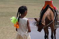 mongolsk jente, tilskuere til det mongolsk mesterskap i polo, Mongolian girl, spectators at the Mongol championship in polo