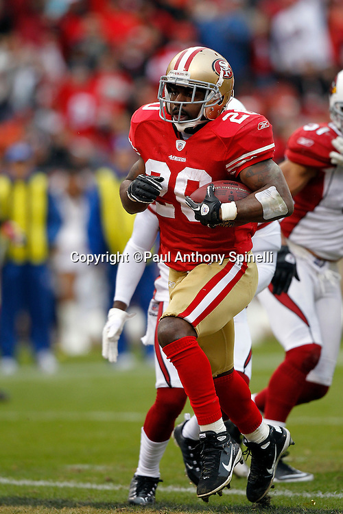 San Francisco 49ers running back Brian Westbrook (20) runs the ball for a third quarter touchdown that gives the Niners a 31-7 lead during the NFL week 17 football game against the Arizona Cardinals on Sunday, January 2, 2011 in San Francisco, California. The 49ers won the game 38-7. (©Paul Anthony Spinelli)