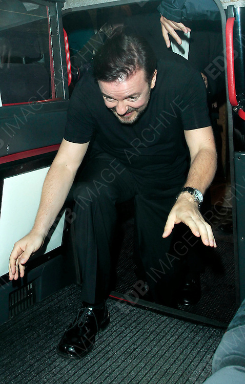 24.MAY.2010.  LONDON<br /> <br /> COMEDIANS RICKY GERVAIS AND DAVID BADDIEL DINE OUT AT THE IVY RESTAURANT IN SOHO.<br /> <br /> BYLINE MUST READ: EDBIMAGEARCHIVE.COM<br /> <br /> *THIS IMAGE IS STRICTLY FOR UK NEWSPAPERS AND MAGAZINES ONLY*<br /> *FOR WORLDWIDE SALES AND WEB USE PLEASE CONTACT EDBIMAGEARCHIVE - 0208 954 5968*