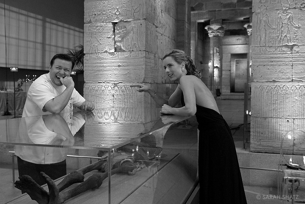 "Ricky Gervais, Tea Leoni on the set of ""Ghost Town"" (Dir: David Koepp, 2008)"