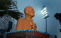 LUCKNOW (India) -  Het beeld Major Dhyan Chand , een van de grootste hockeyers van India, waar het stadion naar genoemd i.  Junior  World Cup hockey men . COPYRIGHT KOEN SUYK