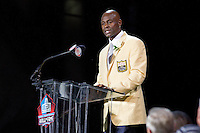 07 August 2010: Former San Francisco 49ers wide receiver Jerry Rice speaks during his Hall of Fame enshrinement into the Pro Football Hall of Fame in Canton, Ohio.