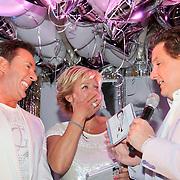 NLD/Bergen/20110502 - Cd presentatie Gerard Joling, Caroline Tensen en Rene Froger overhandigen de cd aan Gerard Joling
